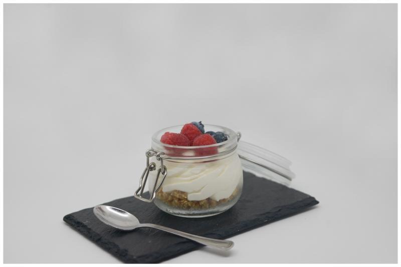 Cheesacake in vetro ai frutti di bosco